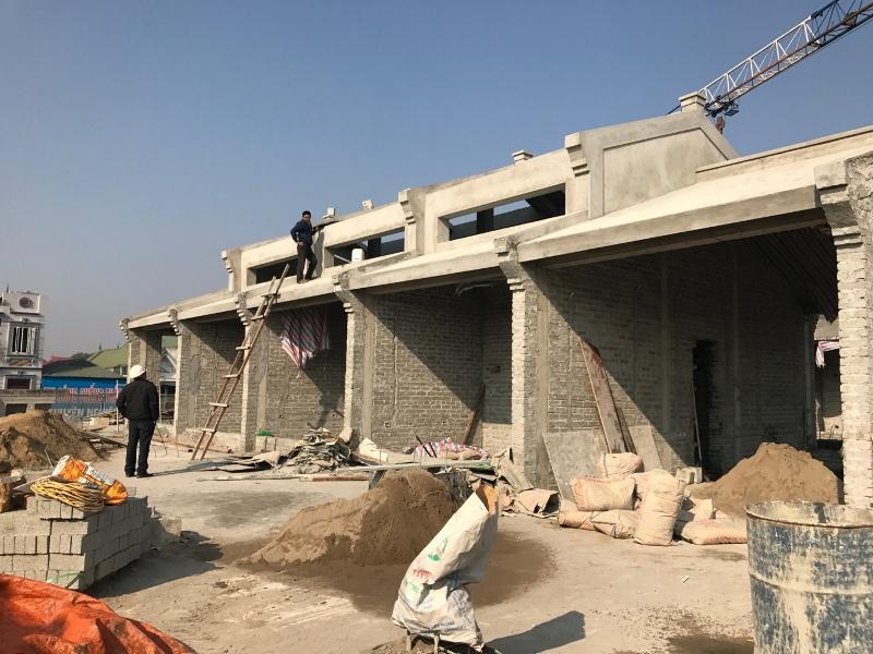 Tầng mái của chợ Vĩnh Yên đang được gấp rút hoàn thiện