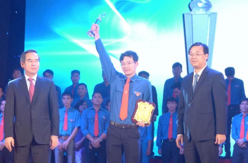 Hoàng Ngọc Thanh là 1 trong 86 thanh niên tiêu biểu được nhận giải thưởng Lương Định Của năm 2017 - Ảnh: HM