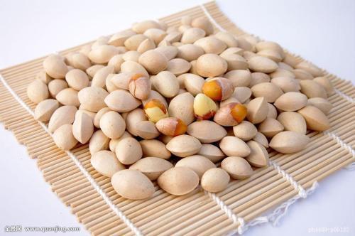 Quả ngân hạnh: Dùng 10 quả để nguyên vỏ cứng rang chín rồi lấy phần nhân, mỗi ngày ăn hai lần, ăn liền hai tuần có thể giúp trị chứng di tinh.