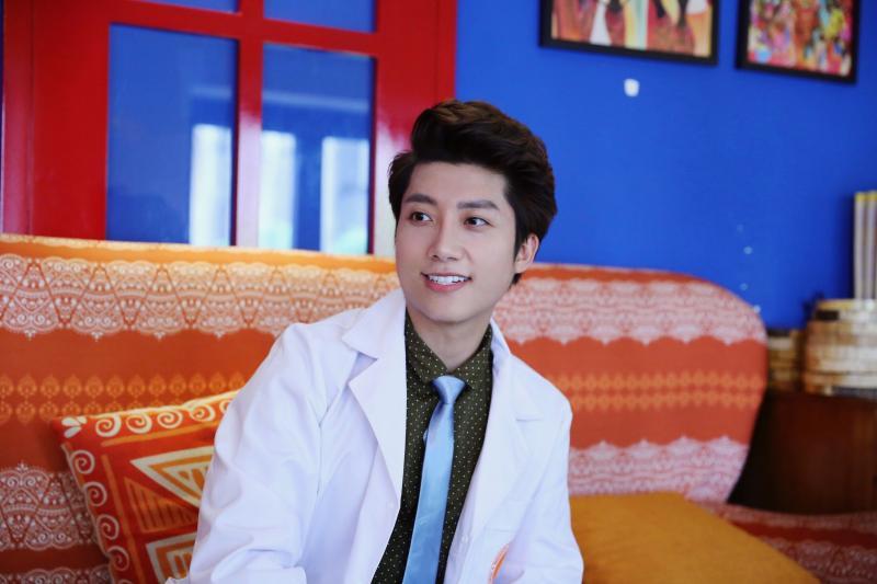 Bác sĩ Quang sau khi đi bọc răng sứ.