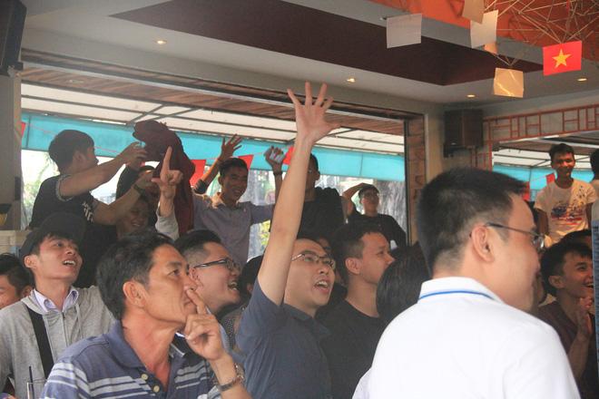 Người dân TP.HCM theo dõi trận đấu của đội tuyển U23 Việt Nam. Ảnh : M.T