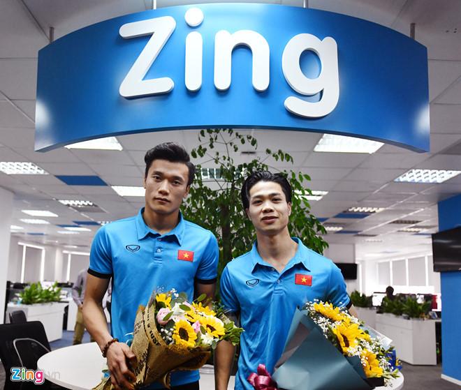 Tiến Dũng và Công Phượng tới thăm tòa soạn Zing.vn và giao lưu trực tuyến với độc giả vào sáng 29/1.