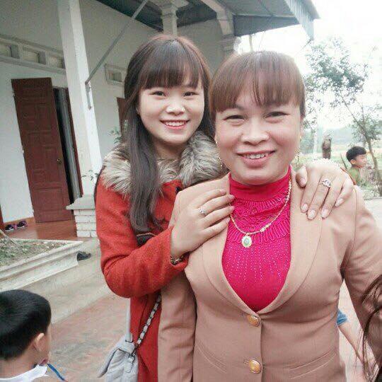Bà Tiến hạnh phúc sau 30 năm được gặp lại chị gái.