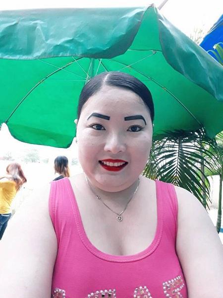 Tuy nhiên chị vẫn tự tin chụp hình tự sướng và khoe lên mạng xã hội.