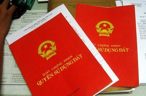 Với việc nới phạm vi xét cấp sổ đỏ cho trường hợp chuyển nhượng đất bằng giấy tay, hàng ngàn người sẽ được hợp thức hoá đất đai của mình. (Ảnh minh hoạ)