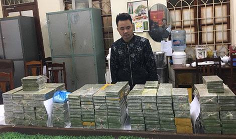 Đối tượng Trần Văn Thành và số ma túy bị cơ quan Công an thu giữ.