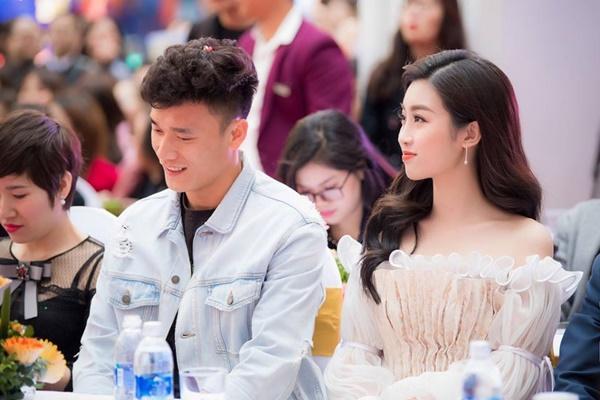 Như thường lệ, 'người gác đền' của đội tuyển U23 Việt Nam lại trở thành tâm điểm chú ý của truyền thông và fans hâm mộ.