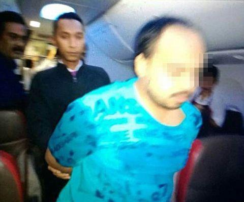 Gã hành khách bị bắt vì hành vi gây rối trên máy bay