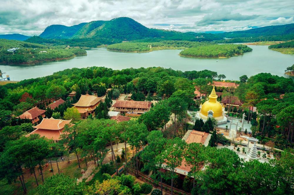 Thiền viện Trúc Lâm - Tây Thiên nhìn từ trên cao. (Ảnh: hanhhuongsutangminh.com)