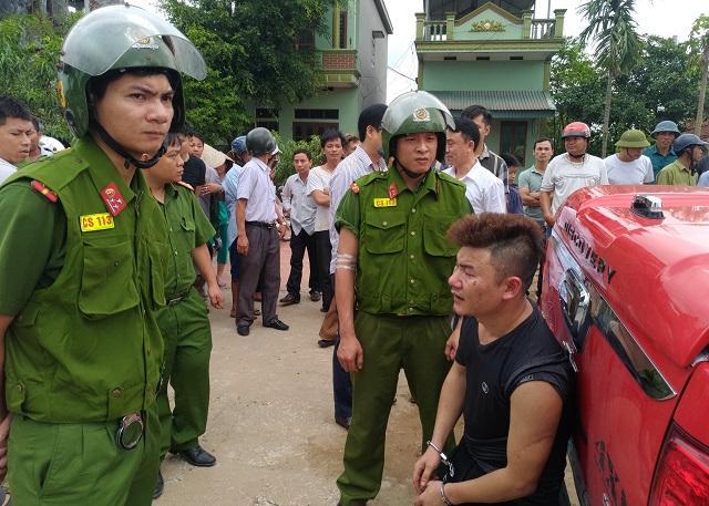 Đối tượng Hưng bị bắt giữ tại hiện trường.
