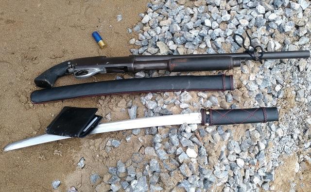 Số vũ khí bị lực lượng chức năng thu giữ tại hiện trường.