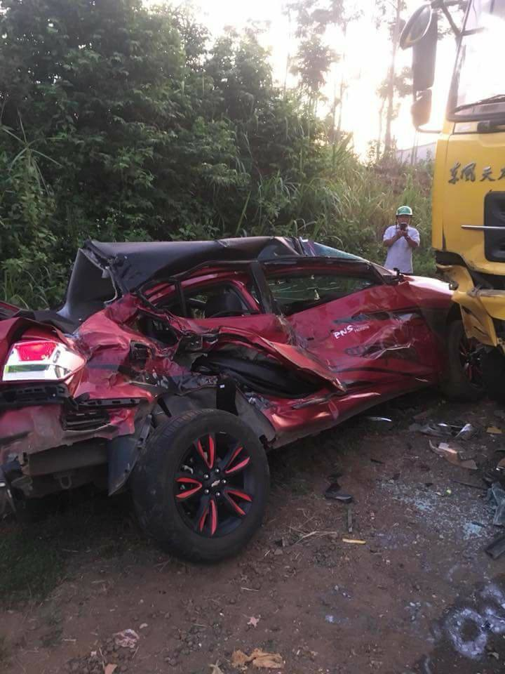 Chiếc xe ô tô hư hỏng, biến dạng sau tai nạn