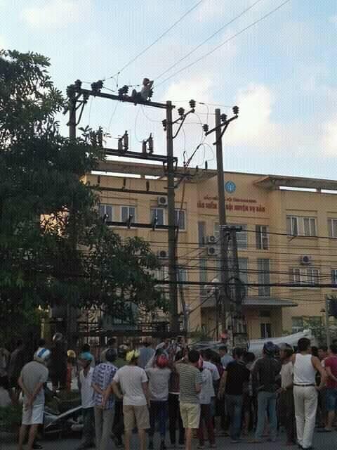 Vụ việc xảy ra ngay cổng trung tâm Bảo hiểm xã hội Vụ Bản, Nam Định.