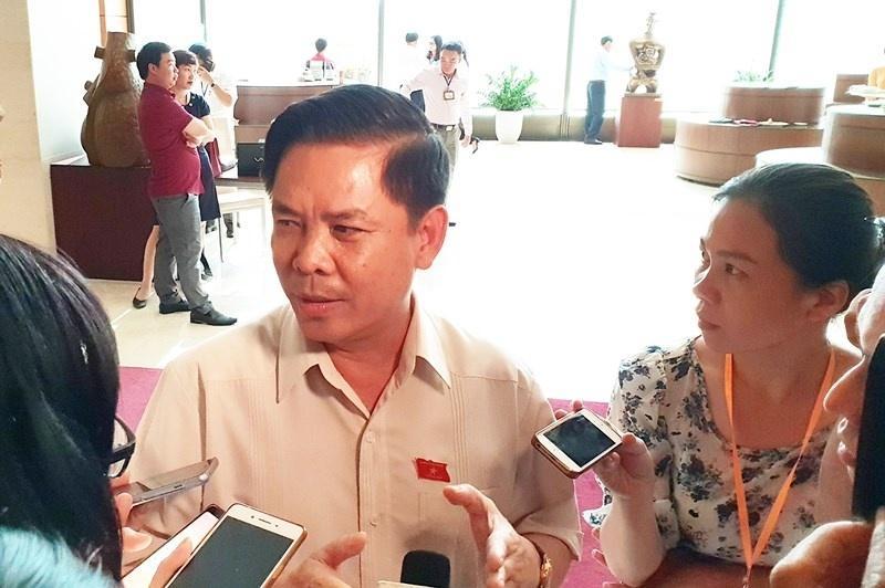 Bộ trưởng Nguyễn Văn Thể trả lời báo chí bên lề hành lang Quốc hội về vấn đề