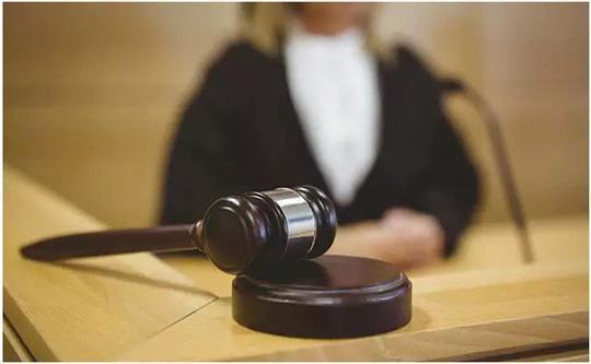 Bồi thẩm đoàn trong phiên xử này đã buộc phải xem bằng chứng