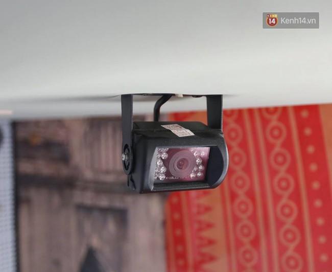 Camera quan sát đưa hình ảnh về ghế tài xế để quan sát hoạt động trên xe