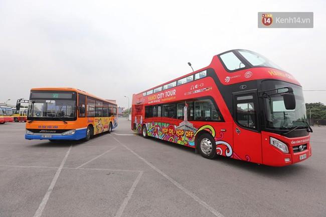 Đây là xe buýt 2 tầng với 80 chỗ ngồi và có phần tầng 2 mở.