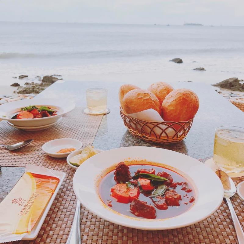 Lan Rừng cafe với đội ngũ nhân viên rất thân thiện, đồ ăn và nước đều pha khá ngon, tuy nhiên giá hơi cao một tí nha. Ảnh: T Y  on Instagram