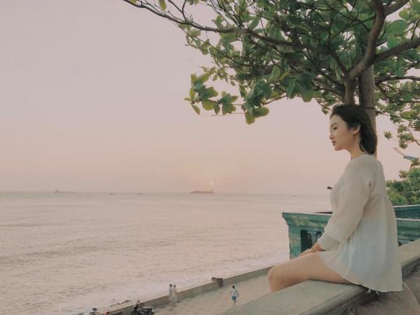 Điểm nổi bật nhất của MILLA Nakedsoul phải kể đến là view ngắm hoàng hôn đẹp thôi rồi. Trong không gian ngập tràn tiếng sóng biển, vừa ngắm hoàng hôn vừa nhâm nhi một ly cocktail là đã quá đủ cho một buổi chiều rồi nhỉ? Ảnh: hn.nhatha