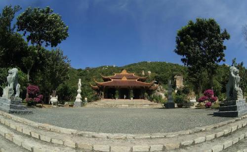 Thiền viện Trúc Lâm Chân Nguyên luôn là điểm hành hương vào dịp đầu năm của người Việt bốn phương. Ảnh: Panoramio.
