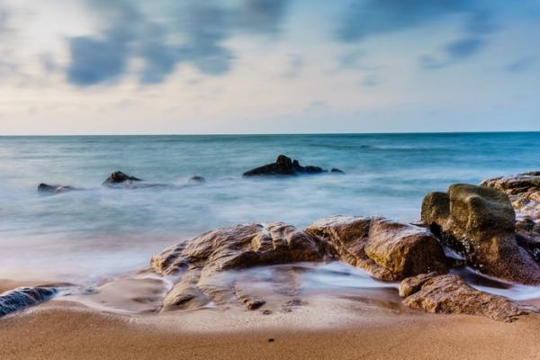 Bãi đá nét đẹp vô cùng độc đáo của bãi biển Hồ Cốc Bà Rịa – Vũng Tàu. (Nguồn: Internet)