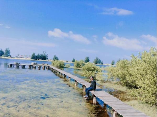 Chiêm ngưỡng cảnh đẹp Hồ Cốc. (Nguồn: Internet)