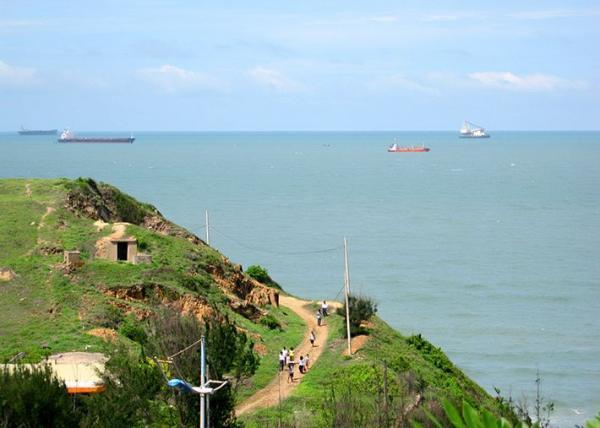 Con đường dẫn đến bãi Vọng Nguyệt. (Nguồn: mytour.vn)