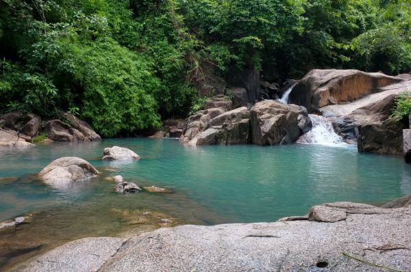 Ở đây có nhiều hồ nước nhỏ được tạo thành theo dòng suối. (Nguồn: synbi.nguyen)