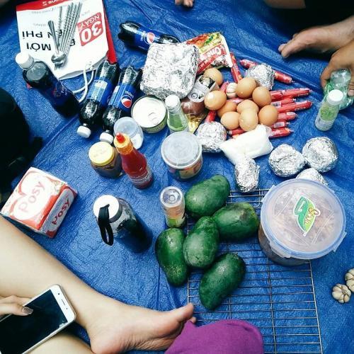 Tự tay chuẩn bị đồ ăn cho cả nhóm. (Nguồn: july.pham207)