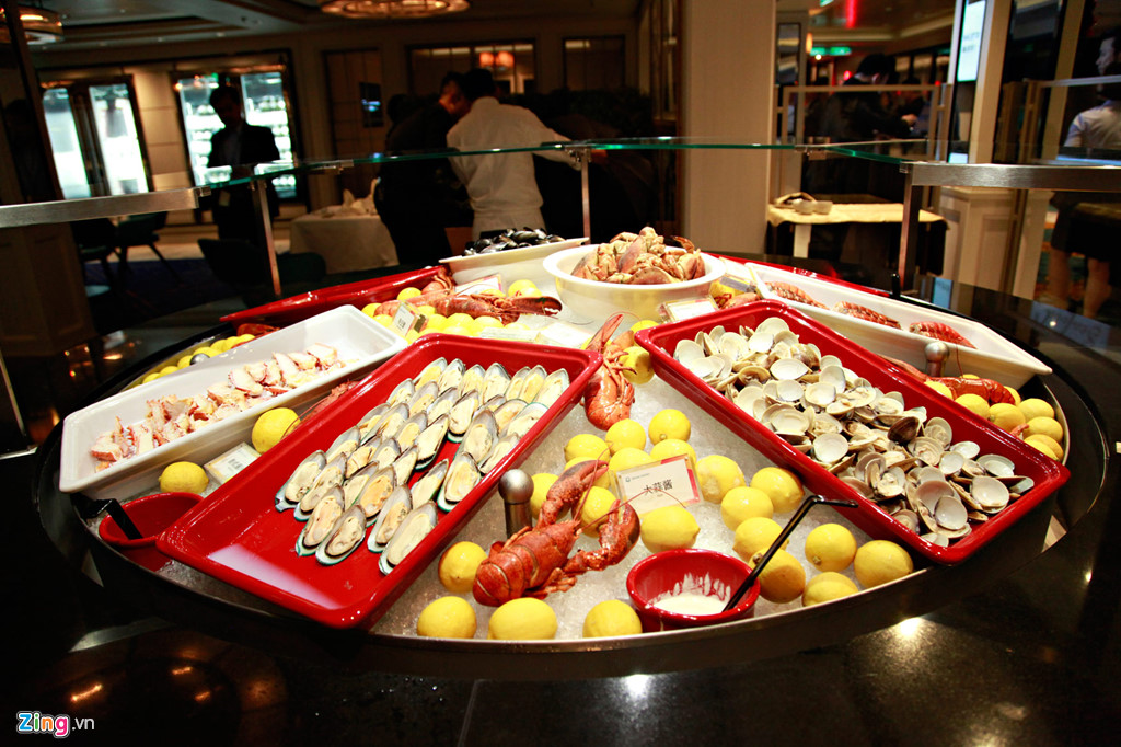 World Dream có hàng chục nhà hàng phục vụ các món ăn đặc trưng của phương Đông đến những thực đơn nổi tiếng của phương Tây.