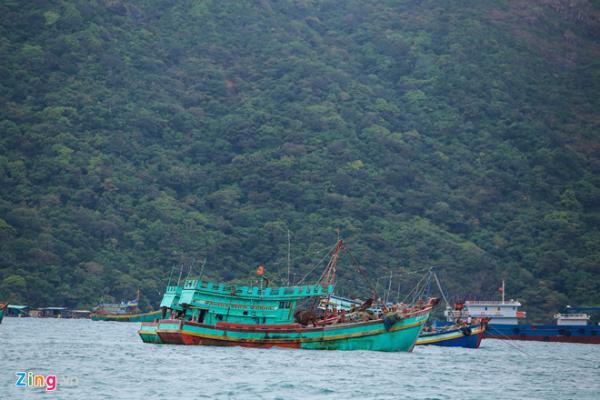 Du thuyền Thái Lan vào Côn Đảo tránh bão. - Ảnh: Hải An.