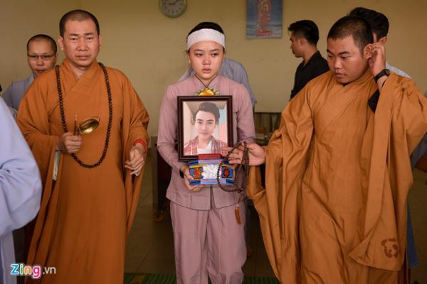 Gia đình cho hay bố Thiên Lộc đang đi biển, chưa biết tin con trai qua đời ở tuổi 24.