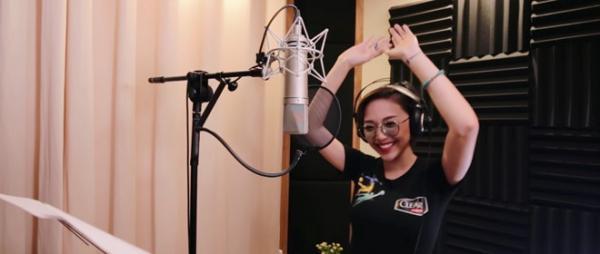 Tóc Tiên tái hiện khát khao chiến thắng trong ca khúc của mình.