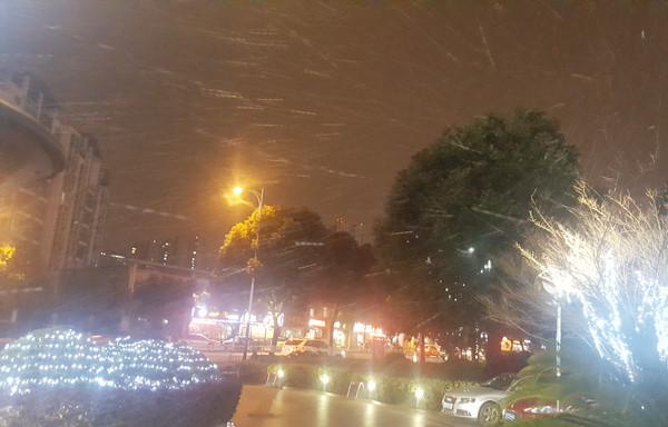 Tuyết bắt đầu rơi tại Thường Châu