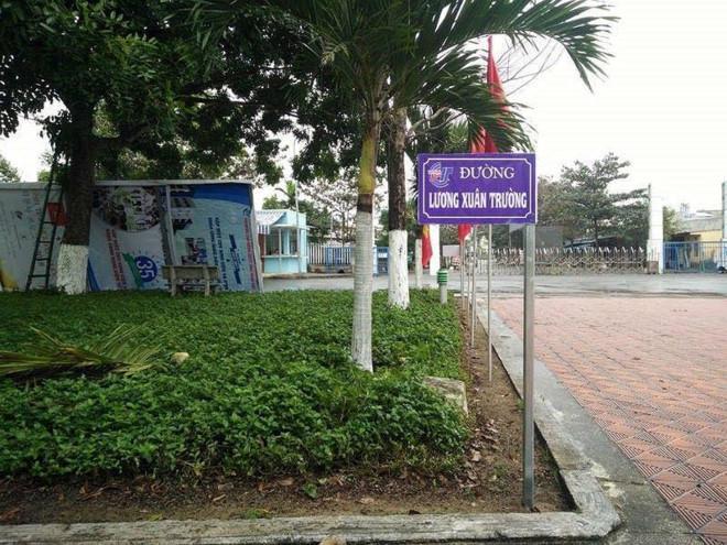 Rẽ tay trái là đường Lương Xuân Trường....