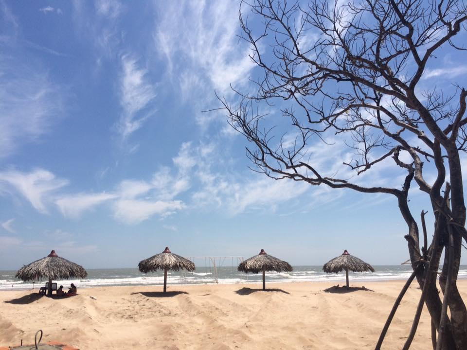 Bãi cát trắng trải dài