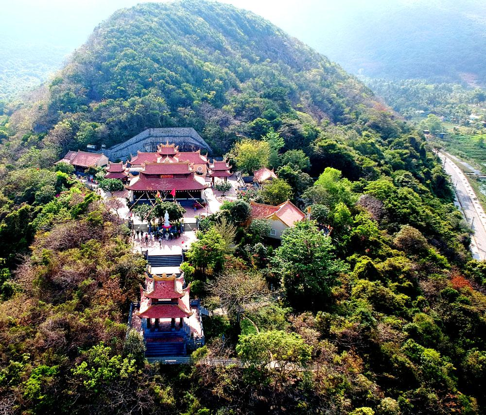 Toàn cảnh Vân Sơn Tự qua ống kính flycam.