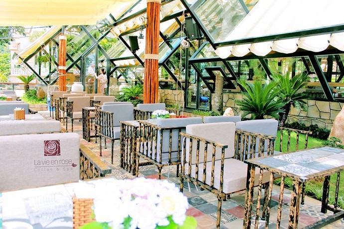 Phát hiện quán café mang đậm phong cách Pháp cổ điển giữa lòng phố biển Vũng Tàu.