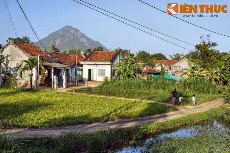 Trong lịch sử Việt Nam, núi Chóp Chài là địa danh gắn với nhiều sự kiện trong cuộc tranh giành quyền bính giữa nhà Tây Sơn và nhà Nguyễn.