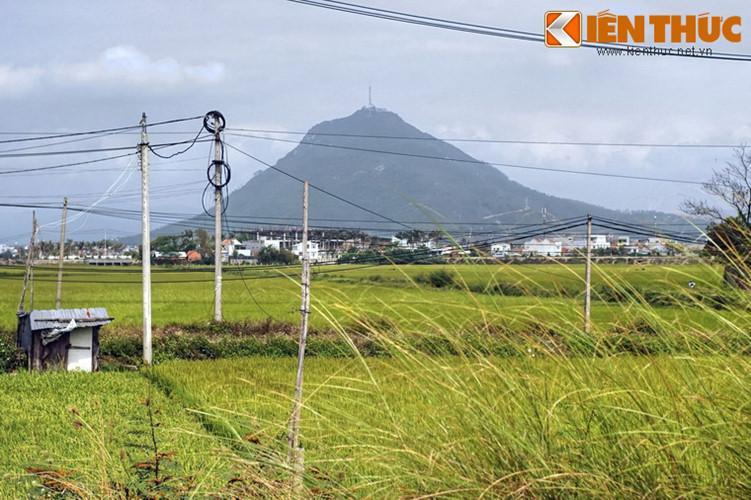 Quan sát từ các hướng khác nhau, dáng vẻ cân đối của ngọn núi không thay đổi nhiều.