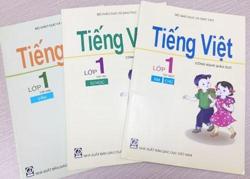 """Bộ sách """"Tiếng Việt - Công nghệ giáo dục lớp 1"""" gây tranh cãi. Ảnh: HÀ NGUYỄN."""