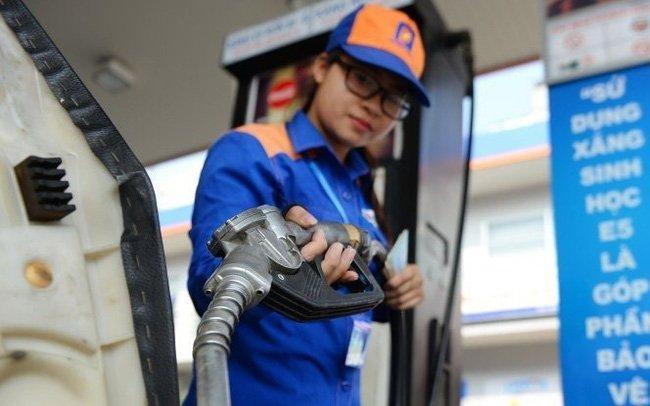 Giá xăng chịu áp lực điều chỉnh