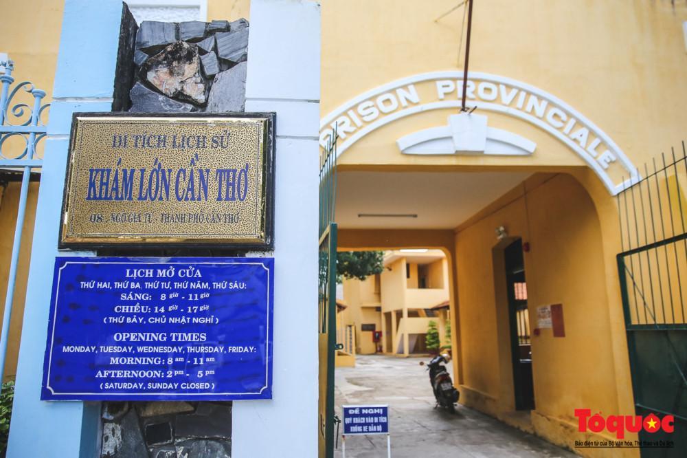 Khám lớn Cần Thơ có địa chỉ tại số 8, đường Ngô Gia Tự, phường Tân An, quận Ninh Kiều, thành phố Cần Thơ. Hiện khu di tích đang được vào tham quan miễn phí.