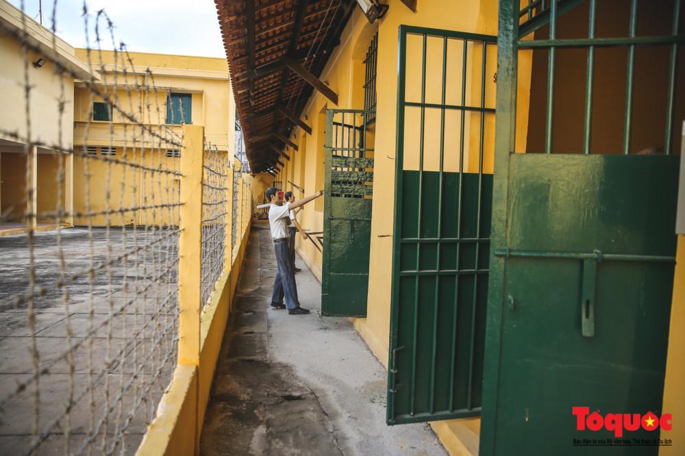 Gọi là Khám lớn vì đây là nhà tù lớn khu vực Cần Thơ và các tỉnh lân cận, tập trung giam giữ các nhà tù nhân yêu nước bị án nặng, gây nguy hiểm tới chế độ cai trị.