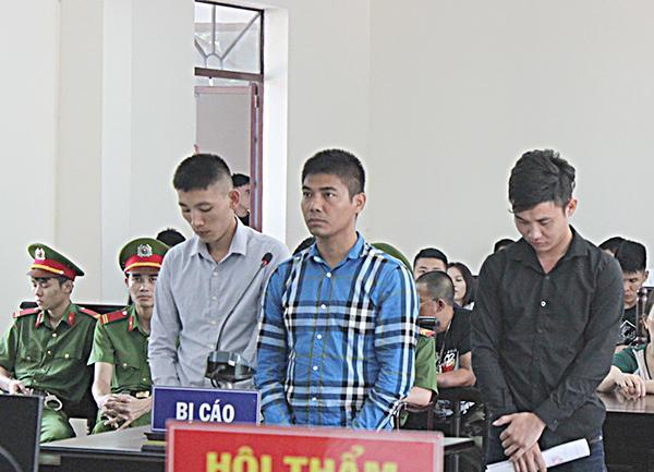 Ngày 30-10-2018, TAND tỉnh xét xử vụ án giết người xảy ra tại phường 10 (TP.Vũng Tàu), từ trái sang là các bị cáo: Lê Văn Hải, Trương Văn Tùng và Trần Ngọc Anh.