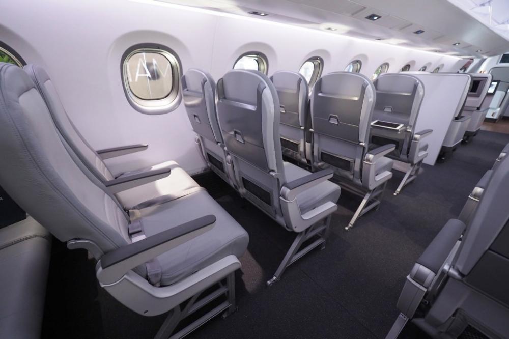 Việc Bamboo Airways biên chế phản lực khu vực Embraer 195 để khai thác bay thẳng Côn Đảo đang khiến cạnh tranh trên đường bay này nóng lên. Ảnh: BAV.