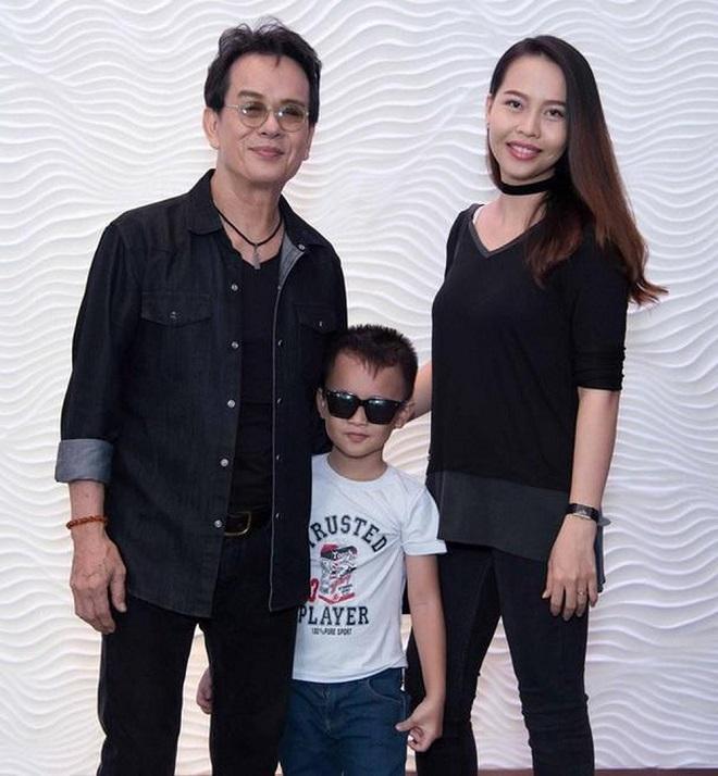 Ở tuổi 73, nhạc sĩ Đức Huy có một cuộc hôn nhân viên mãn với vợ trẻ, kém 44 tuổi cùng 2 đứa con.