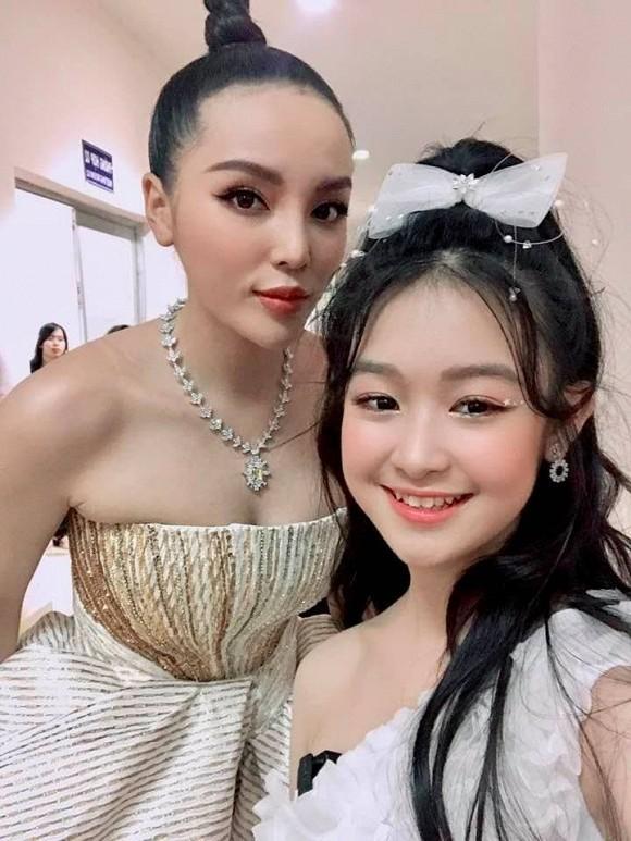 Bảo Ngọc có màn đọ sắc với các Hoa hậu, Á hậu.