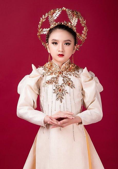 Sinh năm 2011, Diễm Quỳnh được xem là bản sao nhí gần như hoàn hảo của Hương Giang không chỉ ở ngoại hình mà còn là thần thái.