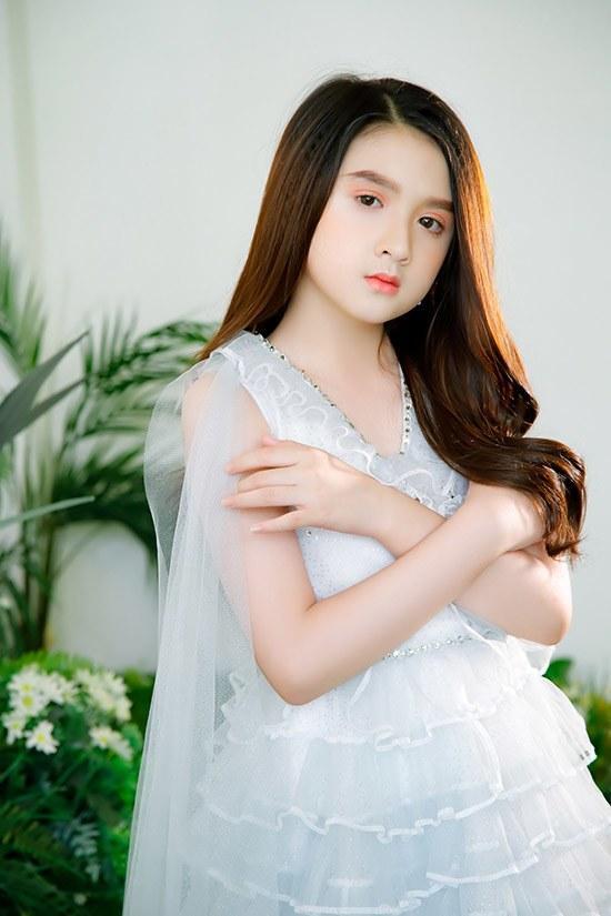 Nhóc tì đến từ Lạt còn sở hữu làn da trắng mịn tự nhiên hệt Hương Giang. Chiều cao nổi bật cũng là một lợi thế giúp Diễm Quỳnh thu hút sự chú ý của dân tình.